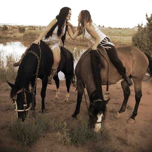 Prettybabies Loveher Playingwiththehorses Ourindianppnies horsesmotherdaughter