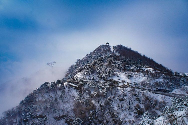 泰山 EyeEm Selects Low Angle View Sky No People Day Outdoors Mountain Tree