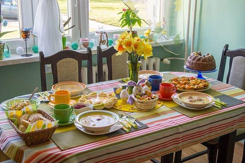 Dzień dobry😊Jak tam pojedli?My jeszcze dzisiaj będziemy się objadać a jutro wracamy do szarej rzeczywistości heh.Tak wyglądał nasz stół wielkanocny😊Razem z mamą wszystko przytroiłam😀😊😍 Nie wszystko jest,bo niestety się nie zmieściło😊Jeszcze raz Wesołych Świąt i mokrego dyngusa😀 Stół Wielkanocny Stółwielkanocny święta  Wielkanoc Easter żonkile Potrawy Babka żurek Jajka Eggs Chocolate Sałatka Family Home Homesweethome Homedesign Dekoracje Cotton Balls Pepco Biedronka Wiosna Spring polishgirlpolandlikeforlikel4lf4f