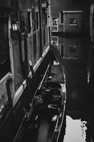 Venezia Italia Black And White Cityscapes Blackandwhitephotography Hello World Arquitecture Hi! Cyti  Cytywordwide
