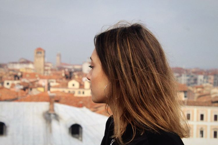 Free Building Exterior Architecture Built Structure One Person Headshot Real People City Sky Outdoors Portrait Young Women Leisure Activity Day Beautiful Woman Cityscape Young Adult Close-up Maddalena Foto Tumblr Hair Fotografia -CM