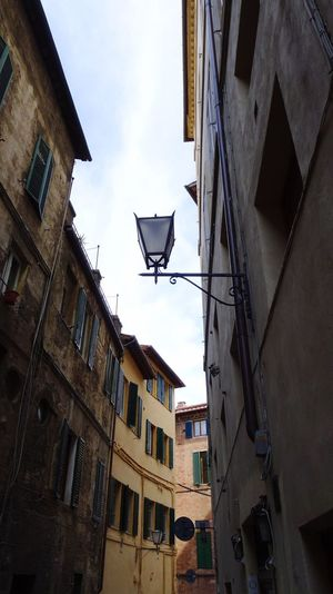 Verona, Paris Small Street Toskana Italy Old Street Lamps Old Street Streetview Building Exterior Built Structure Architecture Building Residential District City Sky Low Angle View Street No People Cloud - Sky