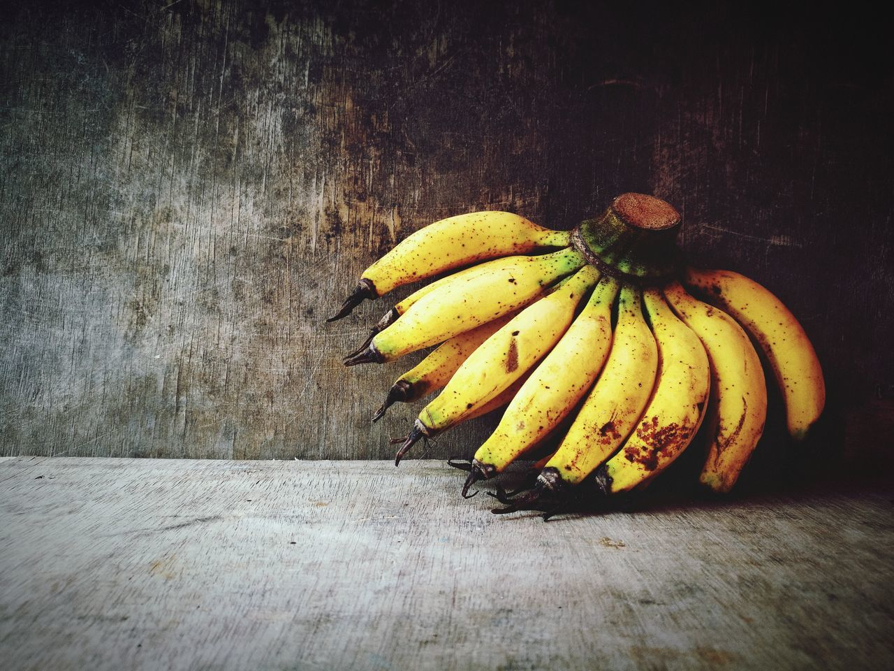 fruit, banana, food and drink, healthy eating, food, freshness, indoors, table, no people, yellow, banana peel, day, close-up