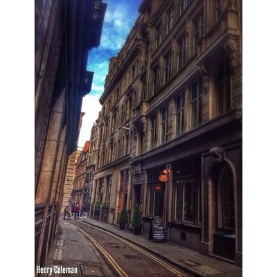 Love the side streets of London City and the hidden gems they hold! 4/5 5shotchallenge Delicious Edit and Capture with Detail! Udog_edit Udog_peopleandplaces Lovelondon London London_only Londonpop London_only_members Igerslondon Ig_london Ig_england Jj_edited Ig_europe Guesstination Streetshot_london Internationalgrammers Ig_europe_london The_photographers_emporium Rising_masters Icu_britain Streetshot_london Splendid_editz