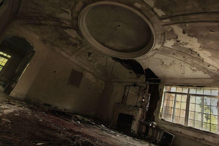 Opulence lost. Urbex Urbexphotography Decay Urban Exploration Abandoned Abandoned Places Urban Decay Streamzoofamily Fuzed_fotos