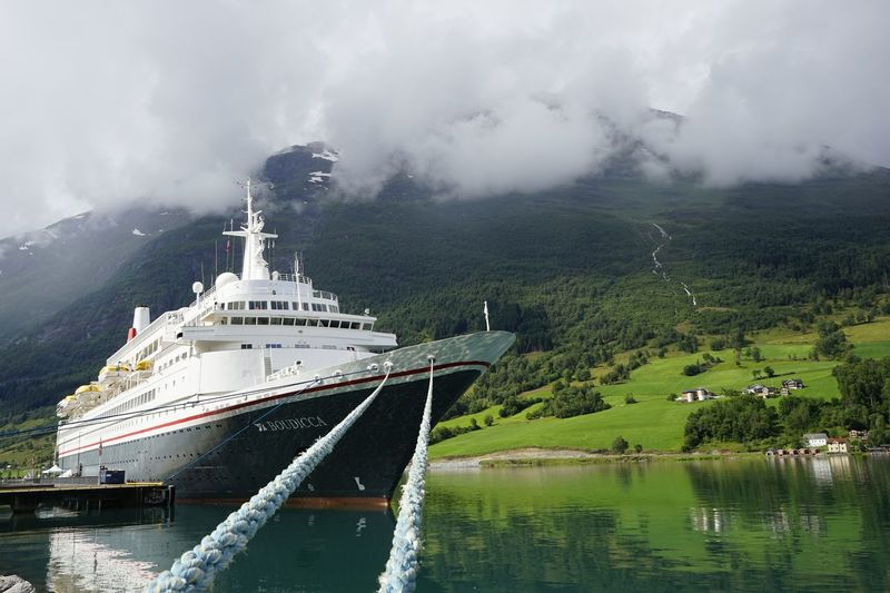 Norway🇳🇴 Nordfjord Loen Streamzoofamily Outdoors Details Of My Life Travel Photography Schiffstau Schiff Kreuzfahrtschiff Sommergefühle Breathing Space Perspectives On Nature