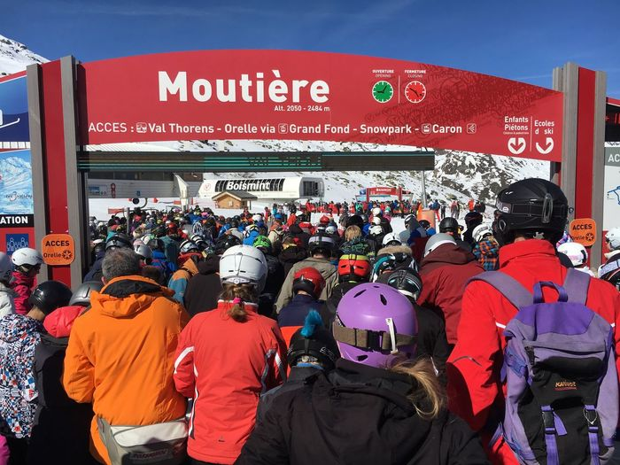 Crowded skiing