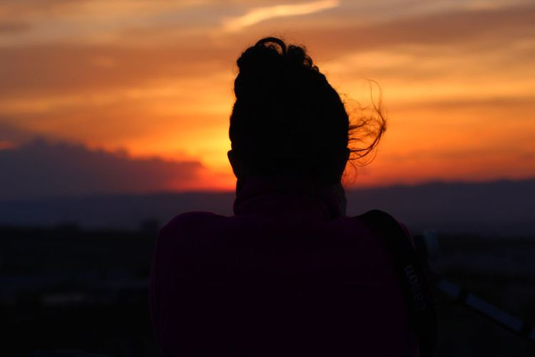 Sunset Silhouette Real People Sky Orange Color Rear View One Person Nature Lifestyles Beauty In Nature Leisure Activity Scenics Women Outdoors Headshot Men Sea Water Horizon Over Water Day Live For The Story BYOPaper! The Great Outdoors - 2017 EyeEm Awards The Portraitist - 2017 EyeEm Awards EyeEmNewHere Sommergefühle