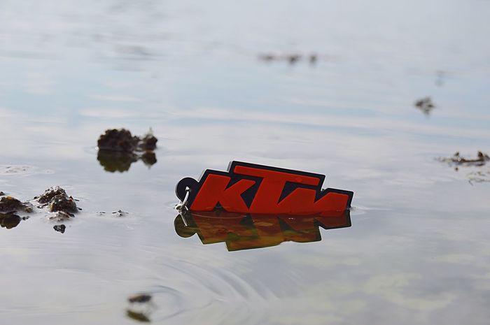 Water Random KTM Duke200