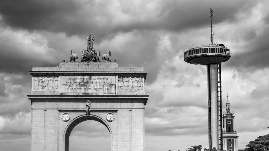 Check This Out EyeEm Gallery Madrid Spain Madrid, Spain Moncloa Arch Architecture Building Exterior Built Structure City City Gate Cloud - Sky History Low Angle View No People Sky Tourism Tower Travel Travel Destinations Victory Arch