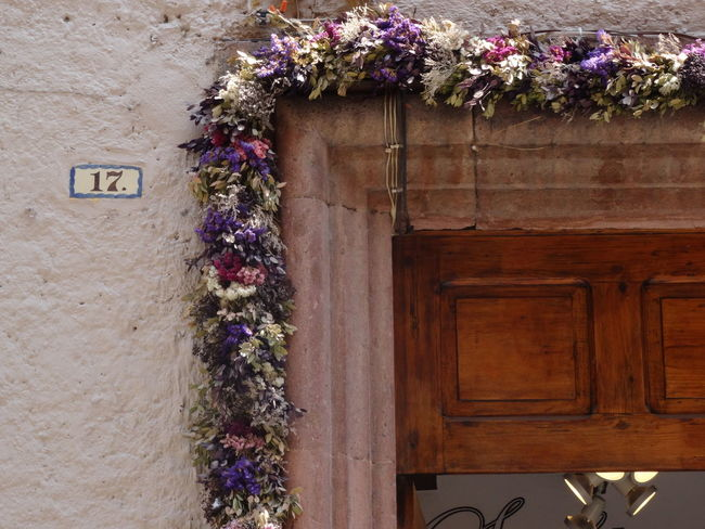 17 Entrance IN THE STREETS Mexico Travel Architecture Building Exterior Close-up Day Decorated Decoration Door Driedflowers Flowers No People Sanmigueldeallende Streetphotography Strolling Around Travel Destinations