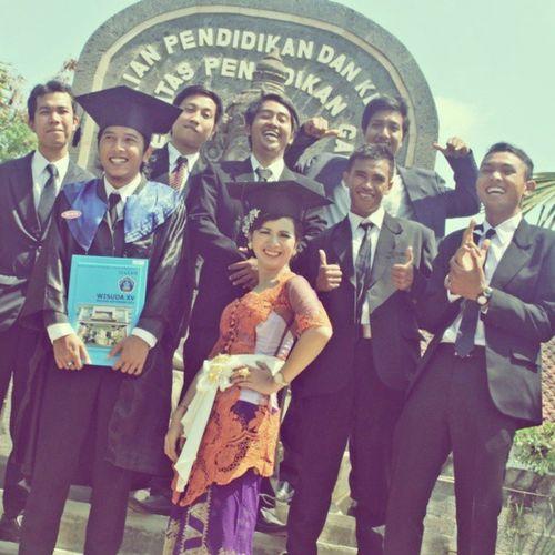 Graduation Undiksha realy miss all the people :')
