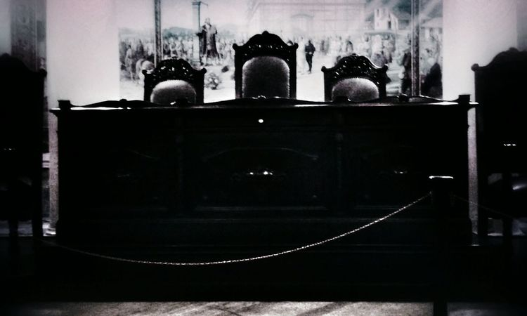 Tribune Table Antique Chair Blackandwhite Photography Bnw_friday_eyeemchallenge Haunted Darkness Scaryplaces Grunge_effect Darkart Snapseed Darkness And Light Scary Places Welcome To My Nightmare Look Into The Darkness  The Art Of Darkness Black & White