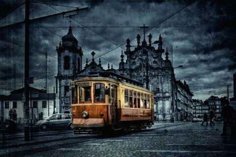 EyeEm Best Shots Portugal Cityscapes City Streetphotography Lights And Shadows Monochrome Op Blackandwhite Beautiful OpenEdit Monochrome Lights And Shadows Streetphotography Cityscapes Portugal