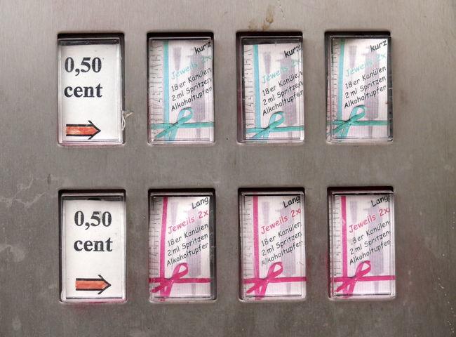 Bahnhof Zoo Control Panel Day Drogenjunkie Drogenszene Drugs Infektionskrankheit Junkie No People Outdoors Spritzen Spritzenautomat Text