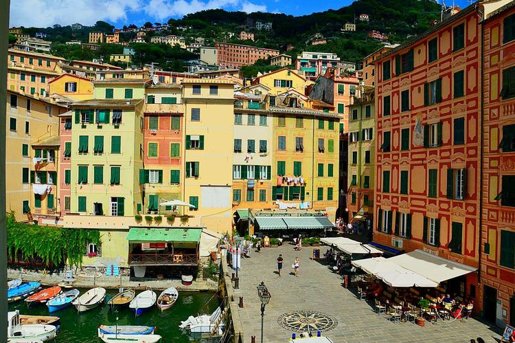 Camogli Liguria Italia Italy❤️ Passeggiate Mare Sole Dolcefarniente  Mypointofview Architettura DifferentColors Walking Around The City  Architecture Architecture_collection Building Building Exterior Buildingstyles Landscape Landscape_lovers Case Colorate