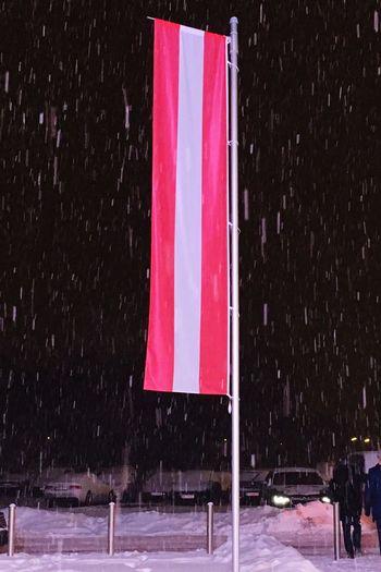 Österreichische Fahne Schnee Schneefall Winter Snowfall Austrian Flag