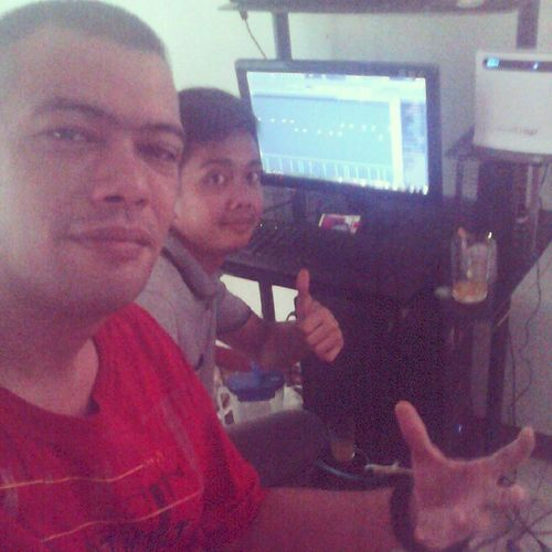 Dj Jepoy and King makin that beat collaboration.. AudioSamplin the day to em ears to burn out.. Crunkiie! MadDroppin Synths.. AudioSamplin TheRoyalHouse CabalenBeats SundayGroovy
