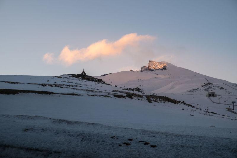 Desde 2.500m de altitud mirando hasta 3.398m con un espectacular amanecer del Pico del Veleta con su luz lateral. A la izquierda vemos el Santuario de la Virgen de las Nieves a unos 3.200m de altitud. Esa mañana amaneció con unos -10º de temperatura y las manos heladas sosteniendo mi cámara para compartir con todos vosotros la maravilla que veían mis ojos, brillantes como si de un niño ilusionado se tratara, viendo este amanecer. Pico Veleta Veleta Mountain Landscape Sunrise Sierra Nevada Sierra Nevada Mountains Mountain Mountains Mountains And Sky Sunrise FUJIFILM X-T2 Granada, Spain Nieve Snow