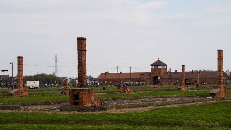 Auschwitz Birkenau Holocaust Memorial Memorial Poland Gedenkstätte Gedenken Polen Taking Photos Rails Holocaust Photooftheday Traveling