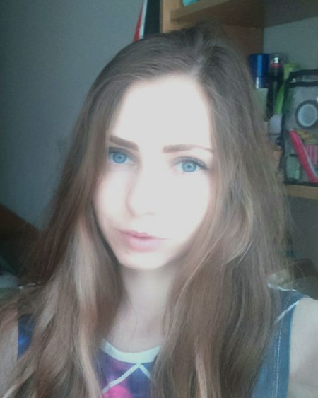 😇🌷🌞Beautiful Studying Salfie Girl Model Enjoying Life Blue Eyes Good Day
