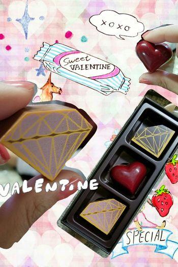 Finally my mom and I ate DelReY's collection chocolate. Yumyum Chocolate♡ Delrey Valentine's Day
