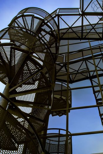 Building Exterior Metallic Mirror Office Building Reflection Spiral Staircase Spiral Staircases Structure
