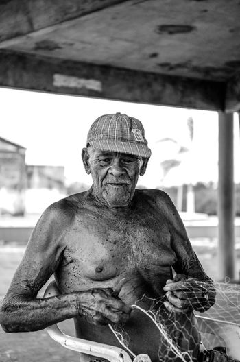 Somos todos irmãos Brasil Brasileiro Brazil Cultura Culture Fisherman Gray Hair Heritage Humanidad Humanidade Mankind One Person People Person Pescador Pessoa Real People Senior Adult 人