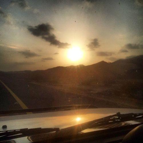Sun_set Sunset Sun Car fjtoyotaroadhoodغروبالشمسطبيعهتصويريسماءسحب