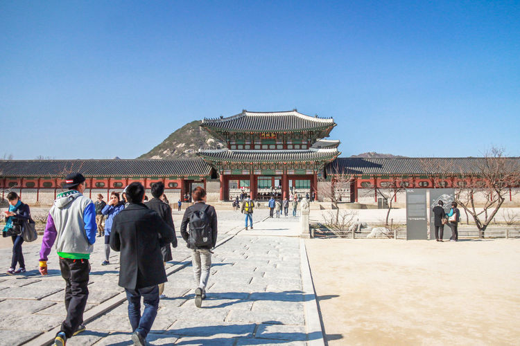 Main Palace in Seoul Seoul Seoul, Korea Seoul Palace Geonbokgung Palace Group Of People Sky Men Architecture Large Group Of People Clear Sky Crowd Nature Day Travel Destinations Travel Women Built Structure Real People Tourism Building Exterior Copy Space Sunlight Adult Outdoors