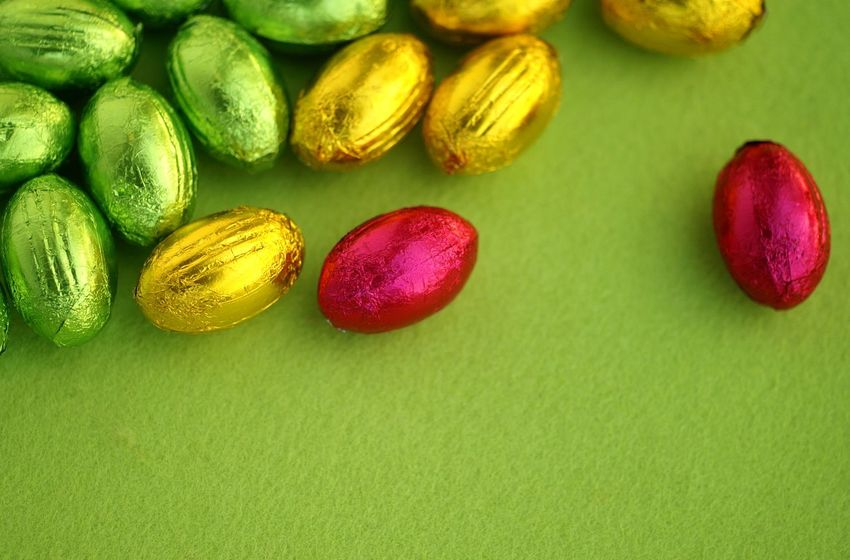 Wrapped easter eggs Aluminium Foil Close Up Nobody Copy Space Green Wrapped Easter Chocolate Easter Eggs Easter Food And Drink Food Freshness Still Life Indoors  No People Green Color Close-up High Angle View Multi Colored Studio Shot Colored Background
