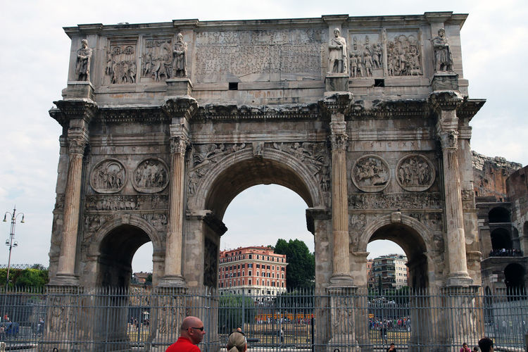 Arch Architecture Building Exterior Built Structure City Day History Incidental People Monument Nature Outdoors Real People Sky The Past Tourism Transportation Travel Travel Destinations Triumphal Arch
