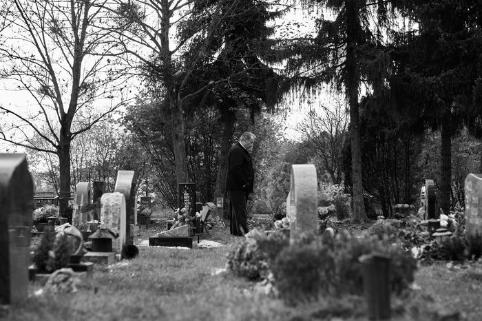 cemetery memories part 9 Cemetery Graveyard Graveyard Beauty Grave Melancholy Sadness Sorrow Grief Monochrome Monochrome Photography Lucky's Monochrome Black And White Black And White Photography People Last Goodbye Shootermag EyeEm Gallery Mood Black And White Love Lucky's Mood Lucky's Memories Portrait Landscape Nature Atmosphere