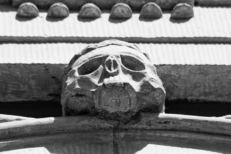 Niklas Storm Maj 2018 Spooky Close-up Skull Building Historic