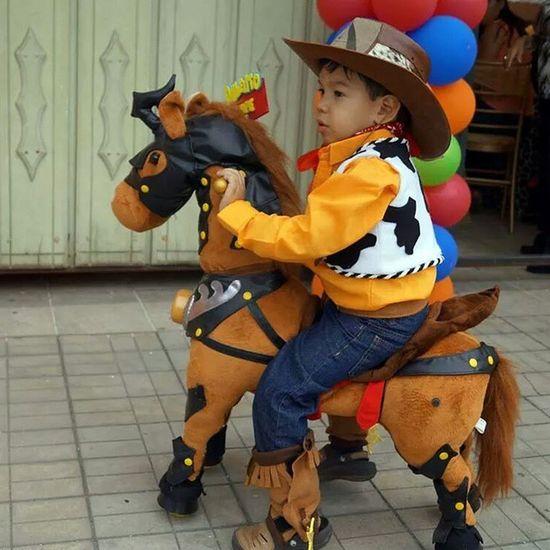 Y Woody quedo de comerselo...😍🙌🙊👶👪🎂🎈🎁 Cumpleanerodeldia Candystorebychachy Accesoriosparaniños Disfraz woody Toystoryparty