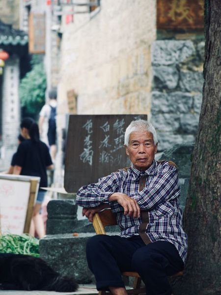 Old Saying Hezhou China Real People Lifestyle People Streetphotography Sitting Real People Lifestyles Leisure Activity Men Seat People Senior Adult Adult Built Structure Incidental People Day