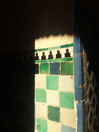 Green Vierde Alhambra Alhambra De Granada  Andalucía España SPAIN Indoors  Shadow No People Day Chess Chess Board Architecture Chess Piece Close-up Alhambra De Granada  Stunning Impressive Colors