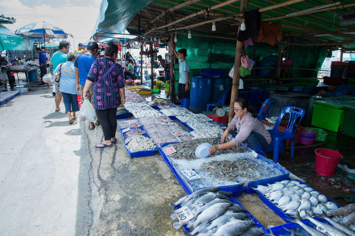 Adult Adults Only Day Fish Fish Market Food Food And Drink For Sale Freshness Large Group Of People Market Market Stall Market Vendor Men Occupation Outdoors People Real People Retail  Sea Food Small Business Women Working