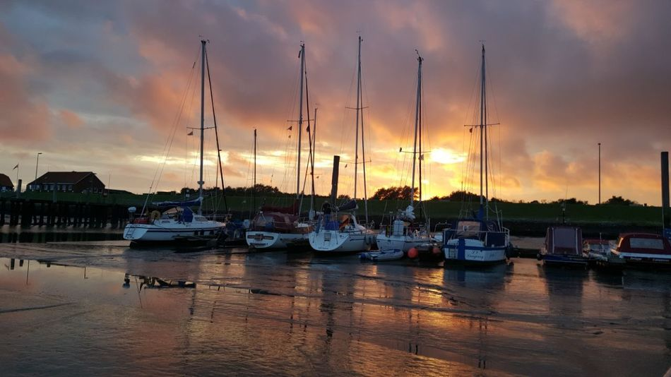 Outdoors Germany 😃. Wasser Water 🏊 👙 🌞 Sunset Nature Beauty In Nature Dramatic Sky Sky No Filter No People Boot 📷⛵
