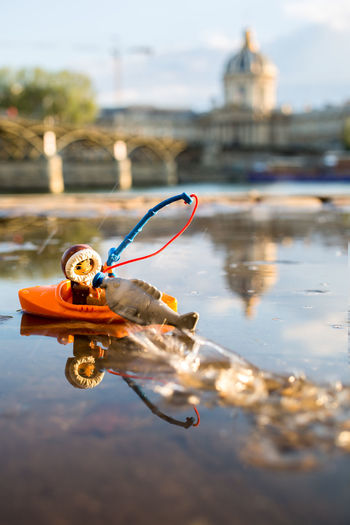 Eskimo Pêcheur Fishing Boat Fishing Time Fishing Peche Duplo Fisherman Water Automne Pont Des Arts Puddle Poisson Canoe Canonphotography Canon