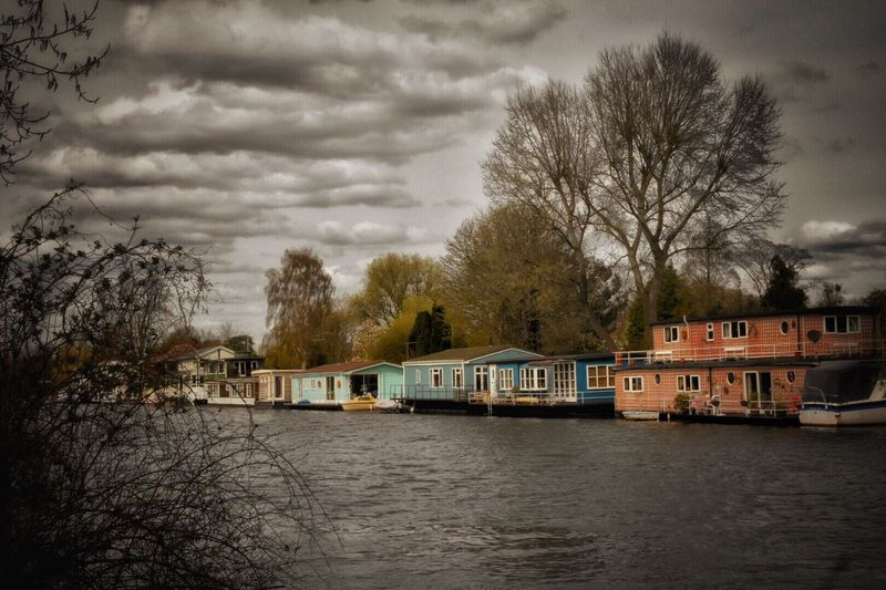 River Riverside River View River Collection River Thames Riverwalk Riverside Photography Grey Day It's Going To Rain Cloudy River House Living On The Water Dull British Weather Postcard Showcase April Atmospheric Mood From My Point Of View English English Countryside Walking Around Eye4photography  Eye For Photography The Great Outdoors - 2016 EyeEm Awards