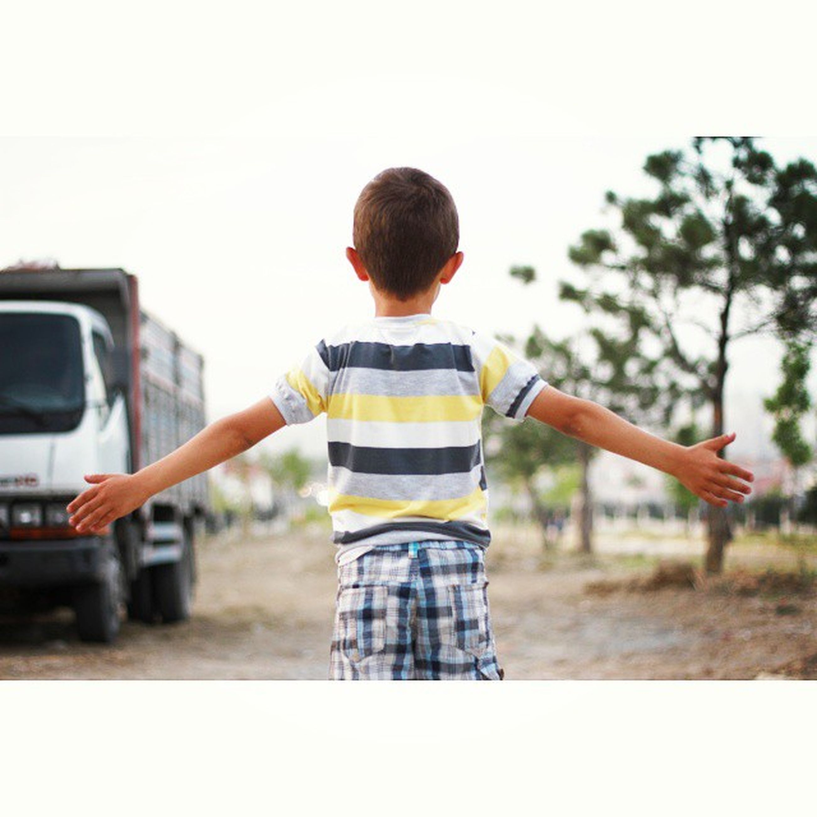 focus on foreground, lifestyles, leisure activity, casual clothing, full length, childhood, rear view, clear sky, side view, boys, holding, standing, person, elementary age, outdoors, day, front view, selective focus