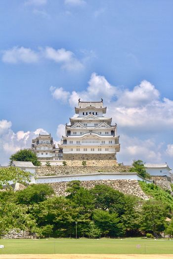 Himeji Castle 🏯 Himeji Hyogo Japanese Castle UNESCO World Heritage Site Castle Historical Building Built Structure Architecture Building Exterior Travel Destinations EyeEm Best Shots Japanese Style ASIA Famous Place Sightseeing Great Atmosphere Enjoying Life Old Buildings History Praying For World Peace 姫路城 兵庫県 現存天守 世界遺産