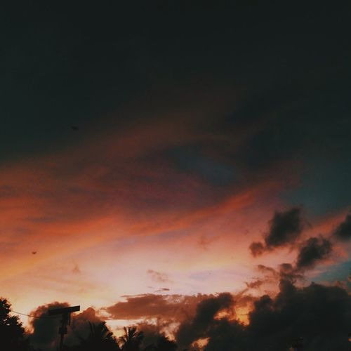 In the sky there are always answers and explanations for everything: every pain, every suffering, joy and confusion. Vscocam Vscophile Vscogrid Everywherevsco Afadingworld Boundlesskies Thesimilarthree Framedeuphoria Beautifulskyseries