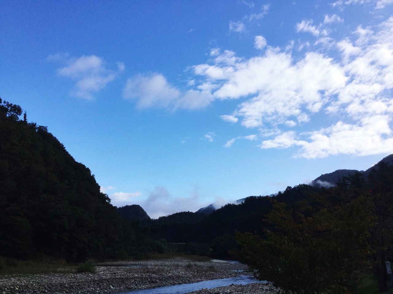 landscape, nature, sky, tranquility, scenics, mountain, tranquil scene, beauty in nature, no people, outdoors, day, tree, water