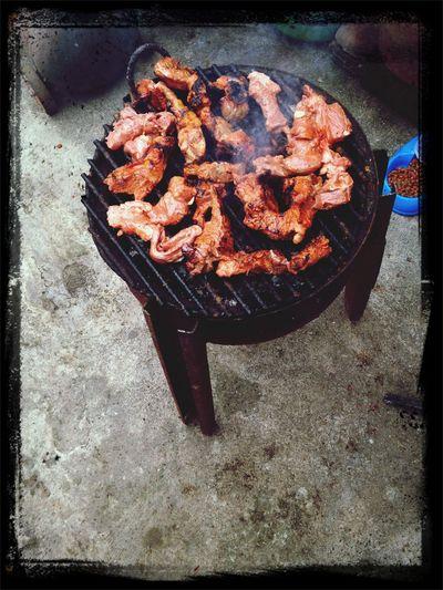 Disfrutando de la carne asada?, en familia ???