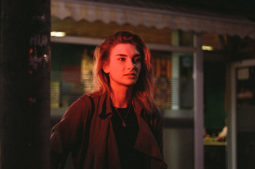 Berlin City Model Nightphotography Red Streetlights Streetphotography Woman