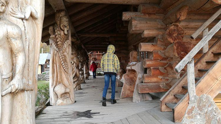 Full Length Men Women Walking Architecture Built Structure Carving - Craft Product Statue Sculpture Male Likeness Human Representation Art