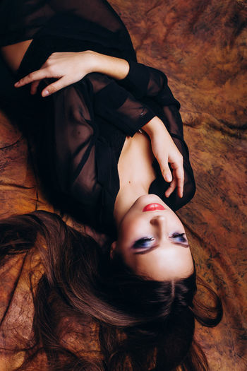 Elégance Thinking Close-up Fashion Model Glamour High Angle View Lying Down Lying On Back Lying On The Floor Thinking About Life Warm Colors Warm Light