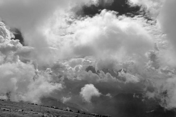 Orage II Weather Blackandwhite Sky Beauty Landscape Thunderstorm Tree Storm Field Monochrome Alpen Mountain Mountain View Dramatic Sky Alps Scenics Dramatic Landscape Beauty In Nature Storm Cloud Südtirol Spectacular Dolomites Dramatic Lighting Rural Scene Atmospheric Mood Alpine Landscape Betterlandscapes Paysages Grys